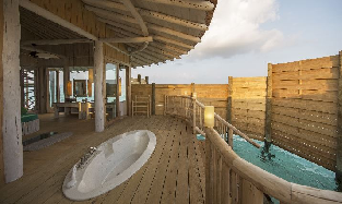 1_Bedroom_Overwater Villa_Outdoor_Shower