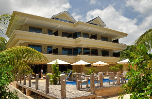 Pool Side_Crown Beach Hotel